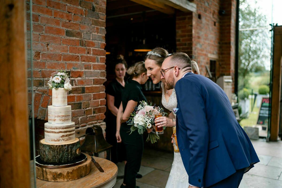 wedding cake at shustoke barn